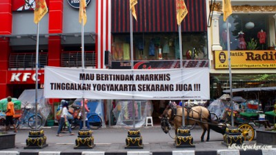 Anarchy are not allowed in Yogyakarta! This is peace city! Shop and try its culinary instead.