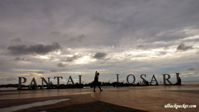 Losari Beach, a nice place to hang out while watching sunset or sunrise