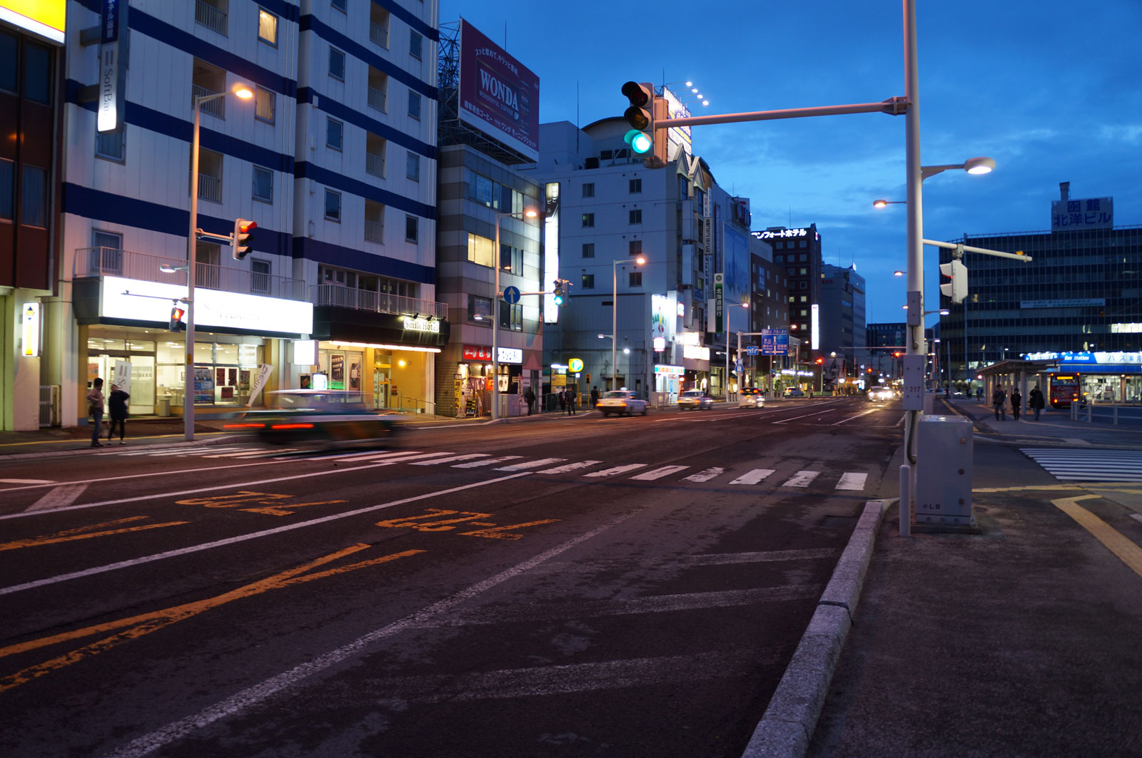 I start hiking to Hakodateyama when the night come. Because the best time seeing the city landscape from  mt. Hakodate is during the night.