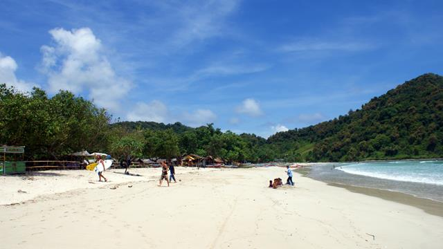 Learn surfing at Selong Belanak beach should be perfect!