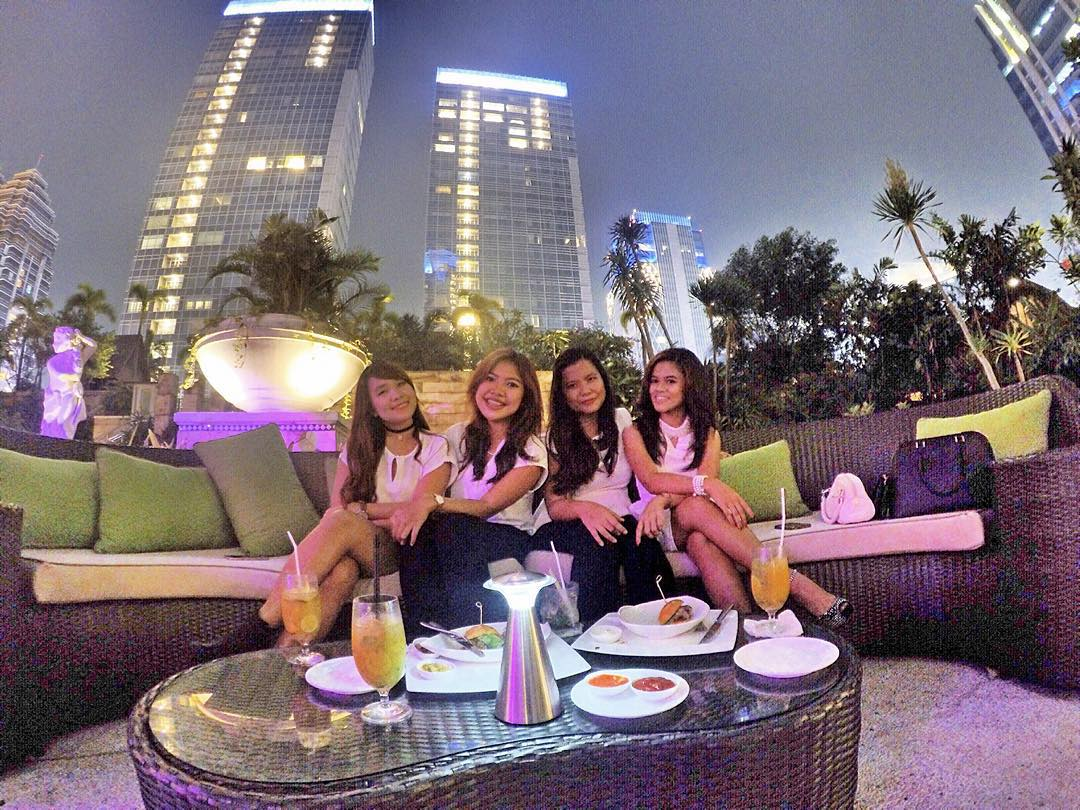 In The Middle Of Jakarta, 8 Lounge Rooftop Bar SCBD via @shantyanastasya