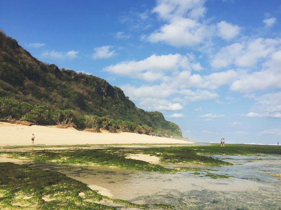 You can do surfing, swimming or just doing nothing in Nyang Nyang Bali Beach. via @avissaharness
