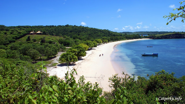 This lombok beach is located in some remote area of East Lombok.