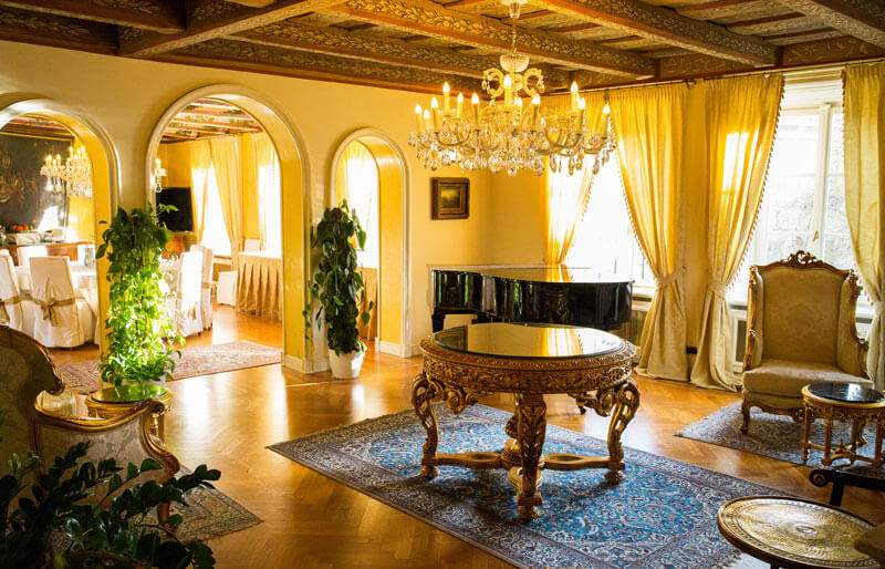 Roman Boed, The Living Room at the Alchymist Hotel Prague Castle, (CC BY 2.0)