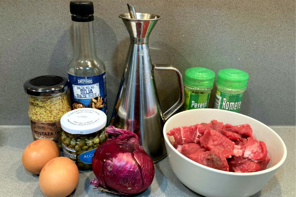 Ingredientes del Steak Tartare - La mesa del Conde