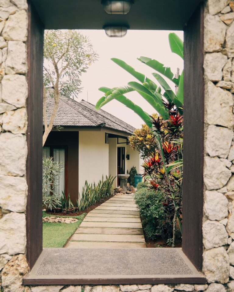 #eb_review In Bandung, everyday is always a good time to experience leisure. Dag...