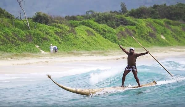 SUP surfing on Totora