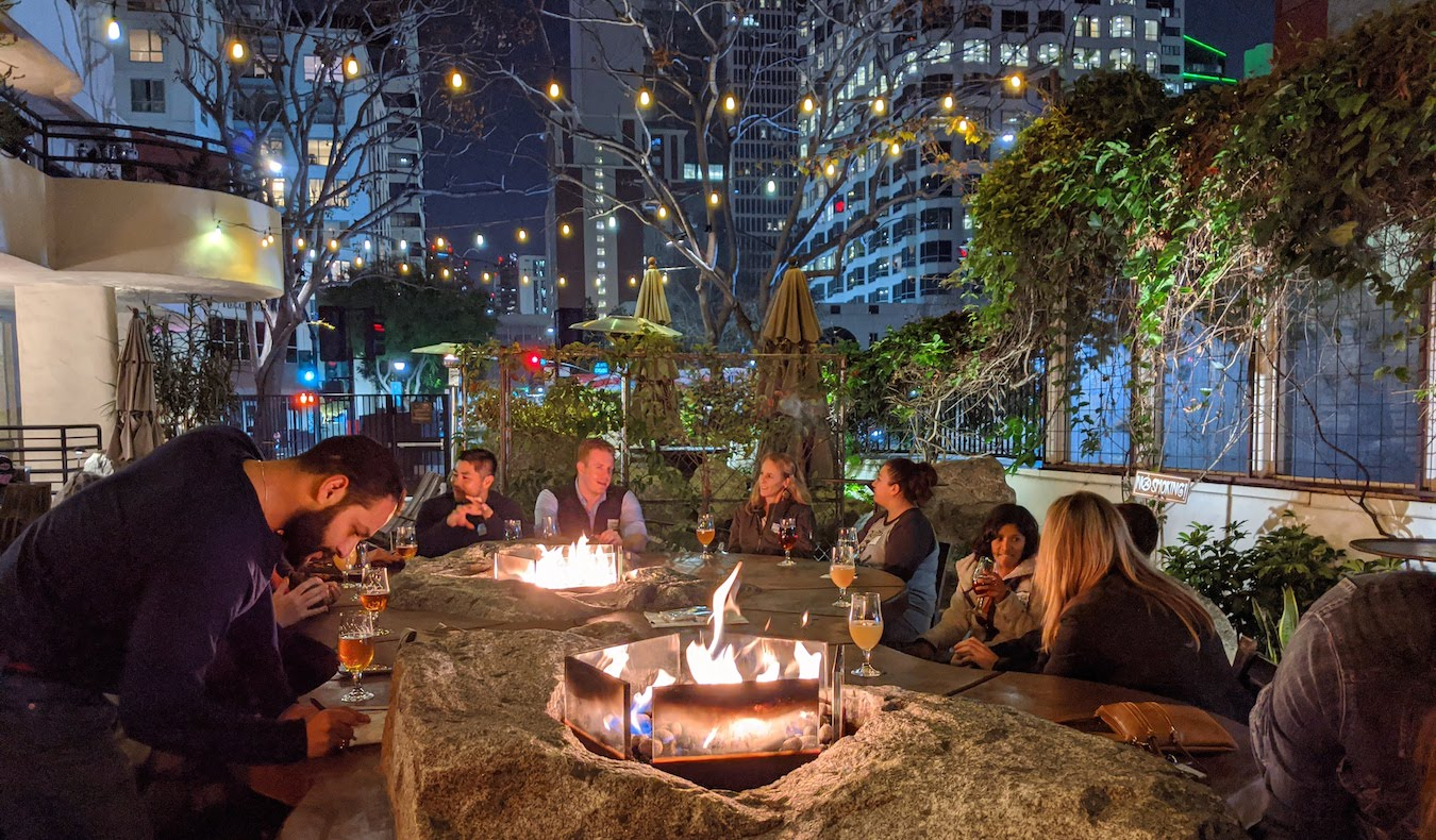 A group of travelers meeting at a Nomadic Network in-person event