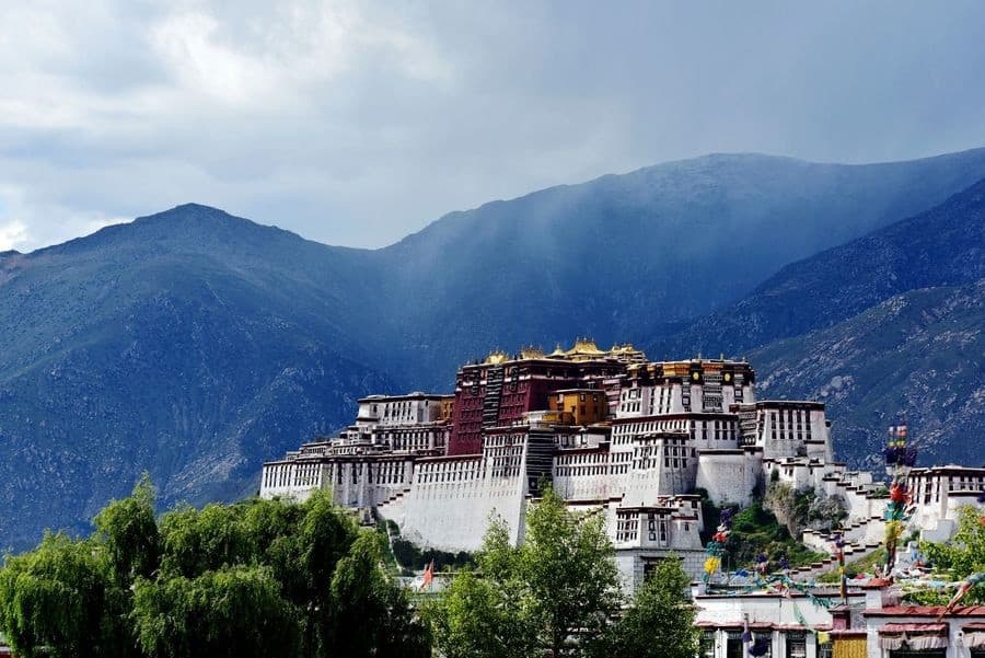 What You Need to Know for A Tibet Nepal Tour