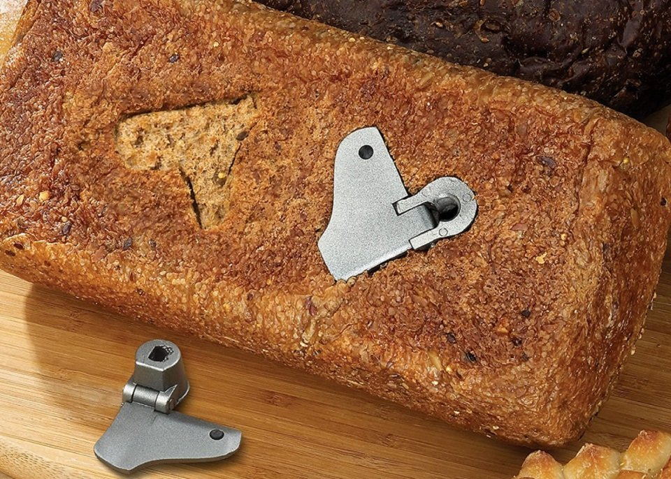 Bread Maker with Collapsible Paddle