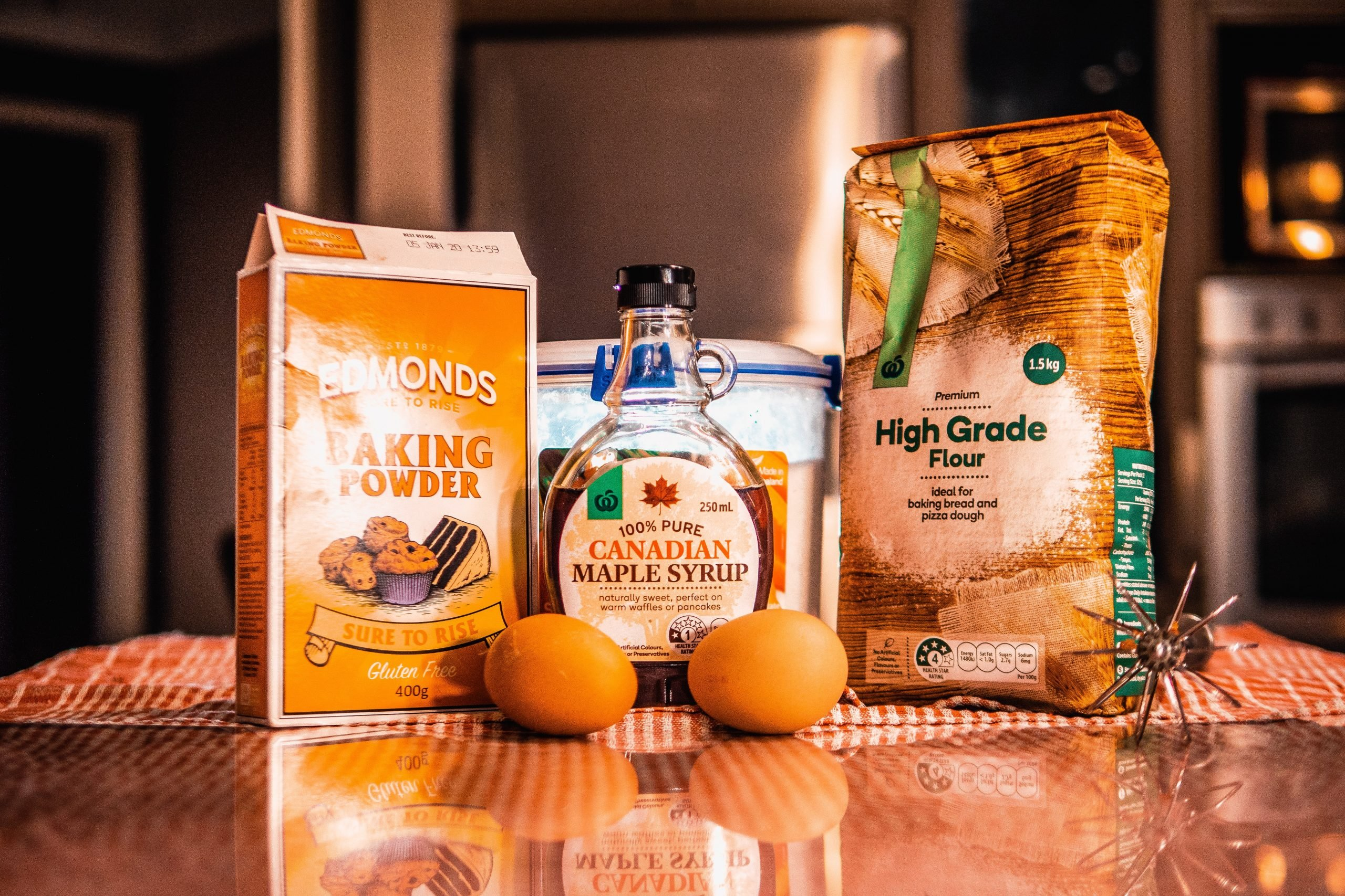 what is the difference between baking powder and baking soda?