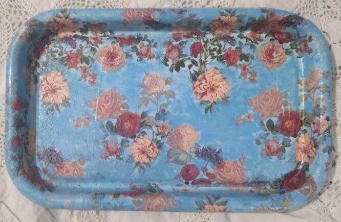this the tray with the most beutiful flowers.