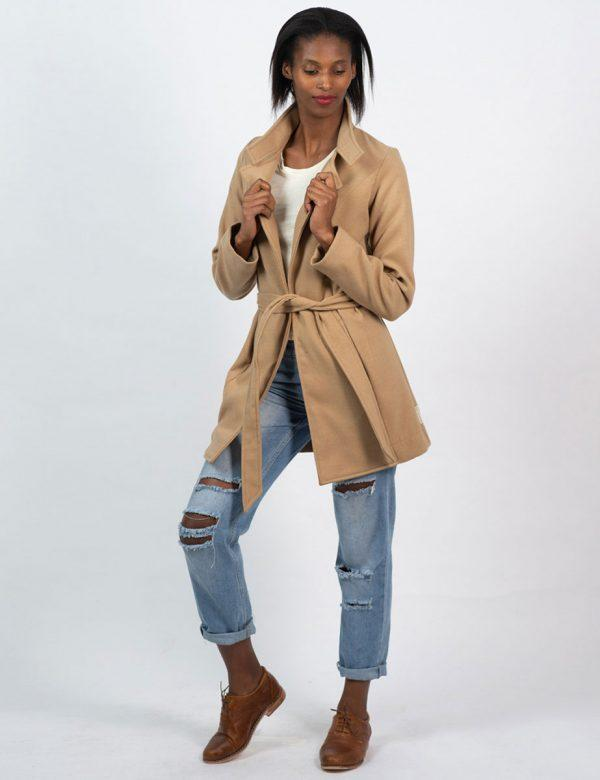 Classic Trench - Camel - Lifestyle shot 2