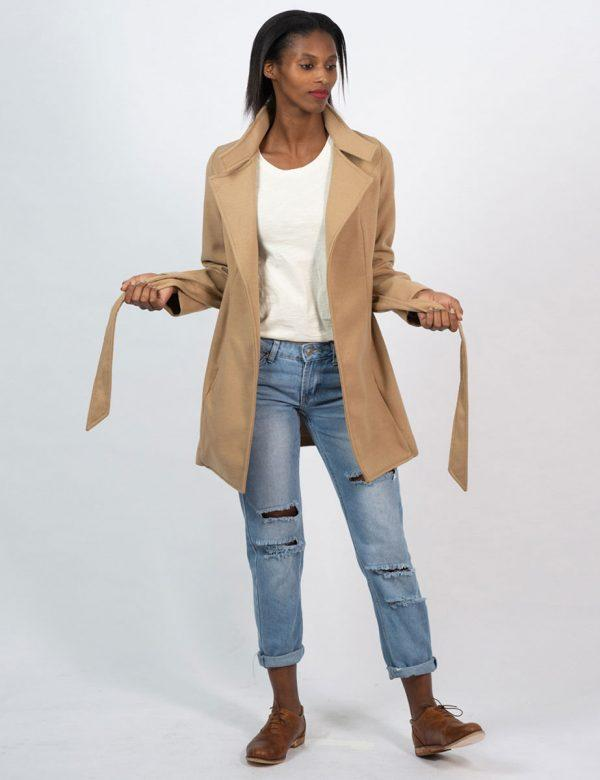Classic Trench - Camel - Lifestyle shot 3