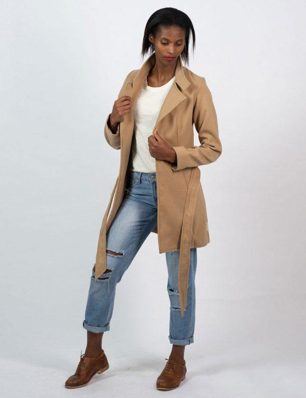 Classic Trench - Camel - Lifestyle shot 4
