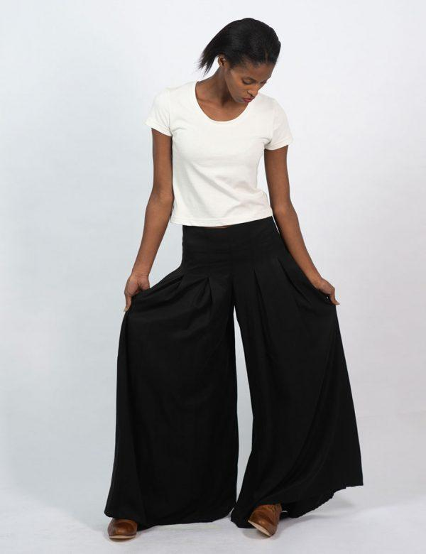 Culotte - Black - Lifestyle shot 1