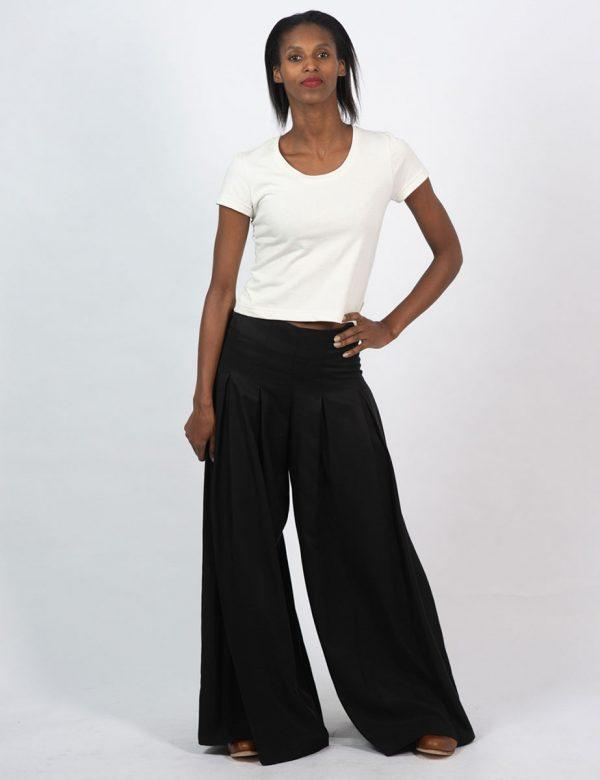 Culotte - Black - Lifestyle shot 2