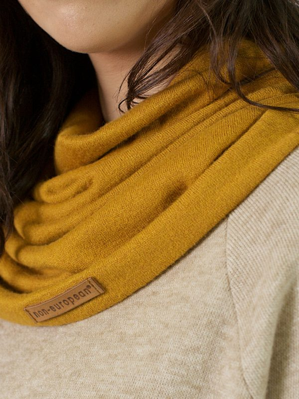 Funnel Scarf - Gold - Detail