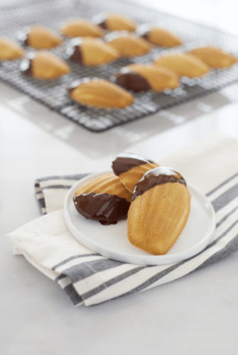 DIY French Madeleines with a delicious chocolate spread!