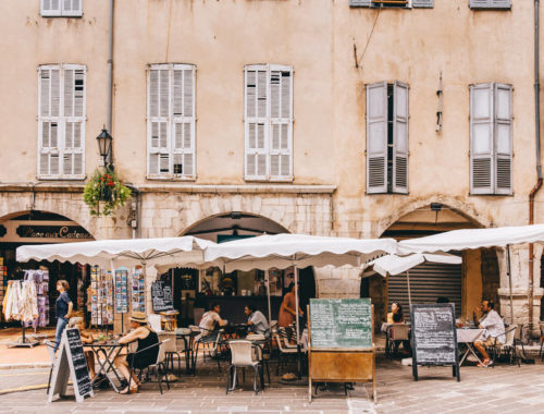 Restaurant in Grasse with patio and