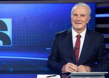 Celso Freitas na bancada do Jornal da Record