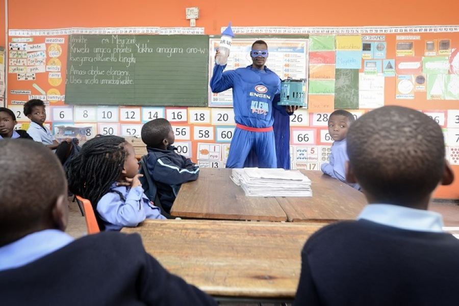 Mr Wise educates young learners about paraffin safety as part of the Engen KlevaKidz campaign