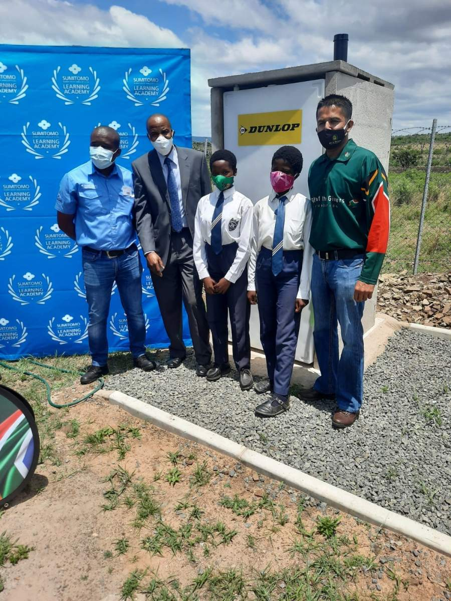 Many South African public school learners to do not have access to safe, sanitary, flushable toilet facilities. Sumitomo Dunlop donated a row of new toilets to a local KZN school to help improve learning conditions.