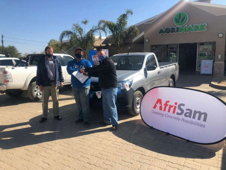 Left to right:  Branch Manager of Kaap Agri Augrabies, Renier Hanekom, the winner and Gijon van Wyk, AfriSam Territory Sales Manager.