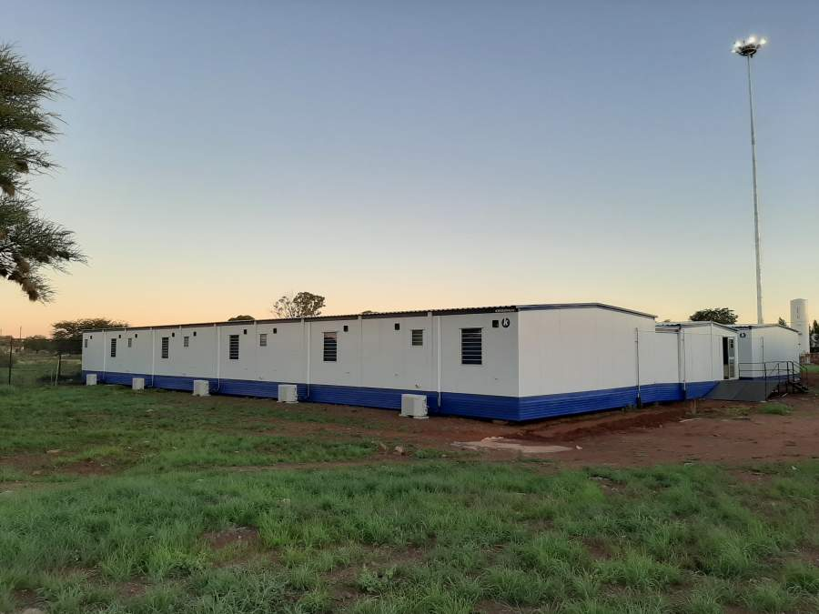 Kwikspace's 50-patient clinic used for testing and treating COVID-19 patients                                                                       Kuruman hospital. The project, which included air conditioning, window blinds,                            glass double swing doors, and internal and external skirting, was completed in                           only 10 weeks.