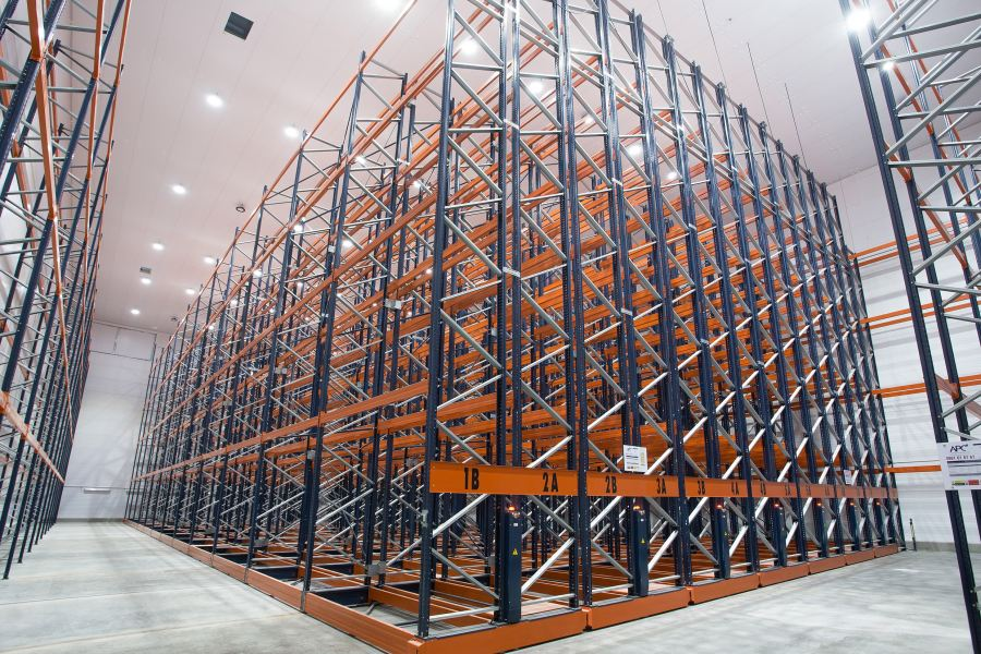 One of the chambers inside Idube's 4 700 m² cold store. The installation of the storage system from APC Storage Solutions SA enables Idube to store 12 000 tonnes of frozen product across all three chambers.