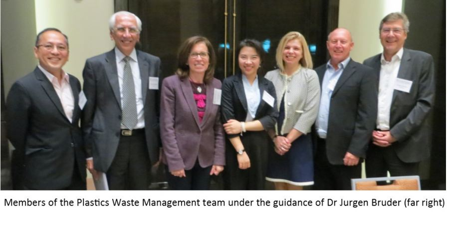 Plastics SA is part of the team of the Plastic Waste Management leaders guided by Dr Jurgen Bruder (far right). Next to him stands Douw Steyn of Plastics SA