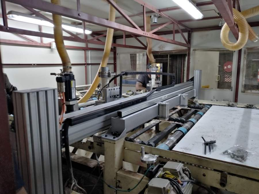 BG Bison contracted Tectra Automation to upgrade its 10-year-old router at                          its Boksburg plant. The scope of work included CAD design, specification of                         the required equipment, component manufacturing, off-system start up,                         installation and commissioning.