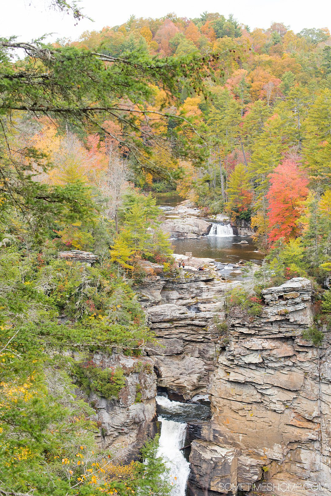 One of the best things to do in the North Carolina mountains is hike! We have your guide to the best hiking near Morganton, NC in Burke County near the Blue Ridge Mountains. Fall colors were at their peak in the Appalachian Mountains range at the time we took this beautiful photography at Linville Falls. #sometimeshome #besthikingnorthcarolina #autumncolors #peakfallleaves #blueridgemountains