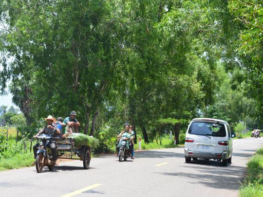 traffic-cambodia-cycle-tour