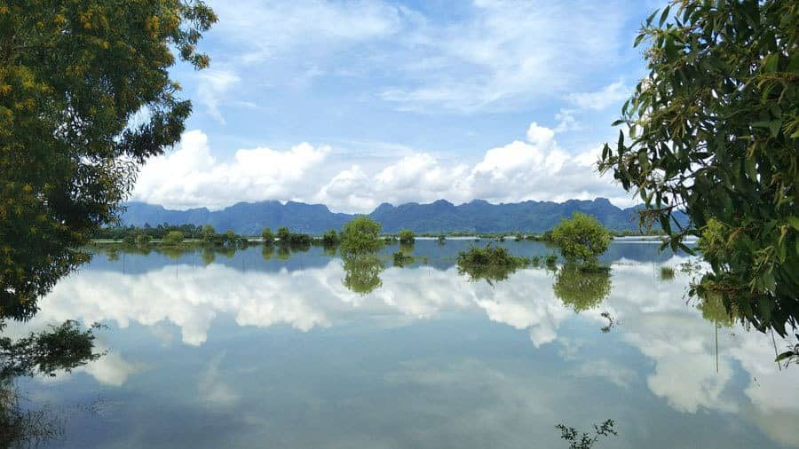 Views on the way from Hpa An to Mawlamyine.
