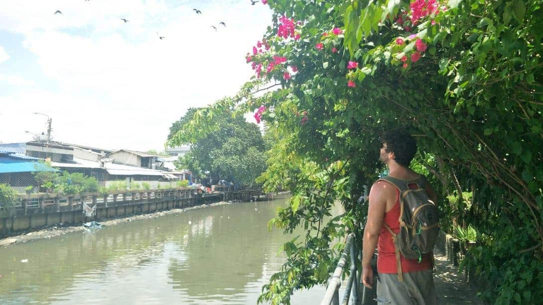 Walking along the side of the canal on the way to the Bangkok graveyard.
