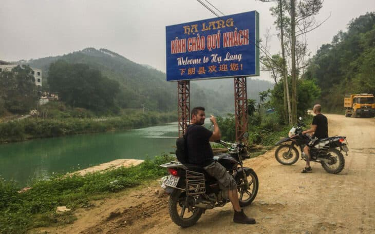 Travellers on motorbikes heading to Ban Gioc.