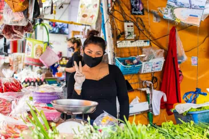 Lady wearing a face mask in a Thai market.