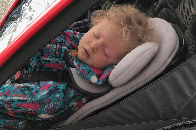 Hamax Outback review sleeping baby