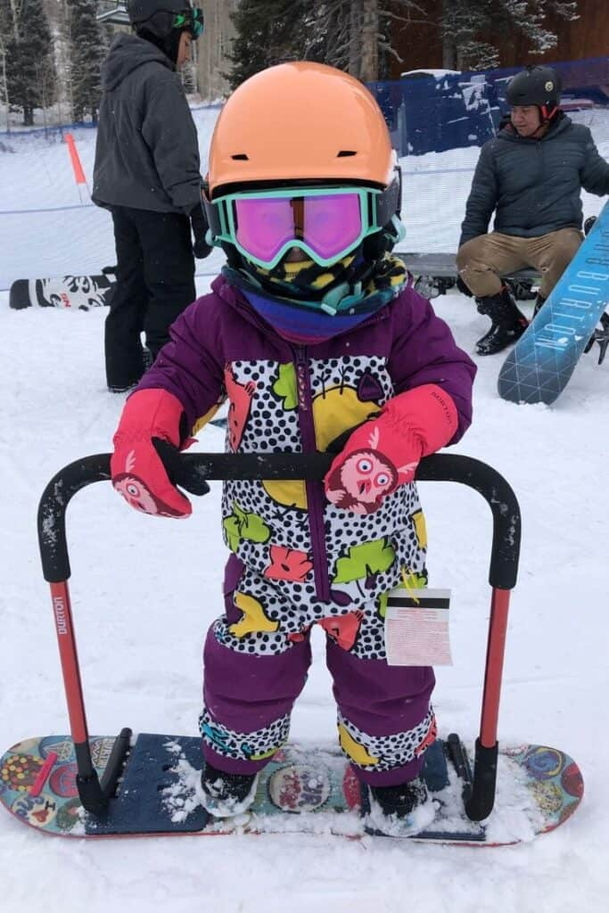 Using the handlebar to learn to snowboard
