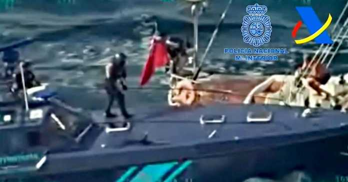 Watch: Spanish police carry out daring drugs raid at sea