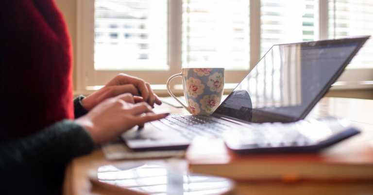 Bosses should not contact home workers out of hours, report suggests