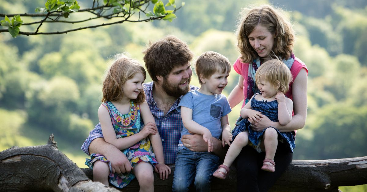 Dad who lost wife and 3 children in crash pays tear-jerking tribute