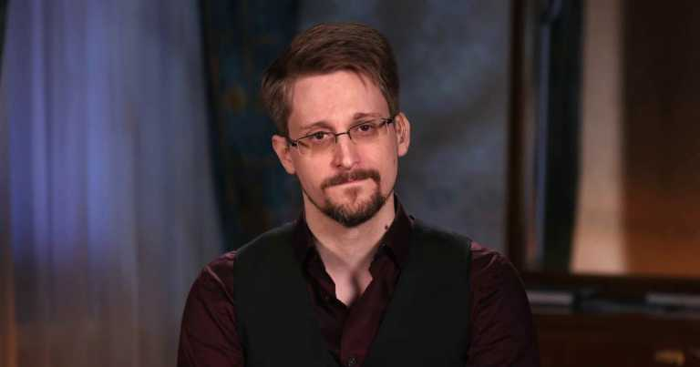 Edward Snowden and his wife seek to be Russian-U.S. dual nationals