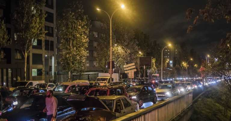 Paris gridlocked as thousands flee and shops are raided ahead of second lockdown