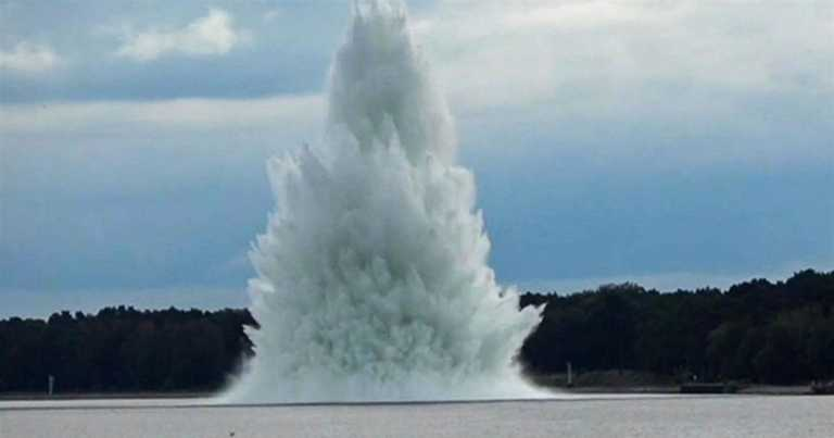 Six-ton WWII bomb explodes as Polish navy attempts to defuse it
