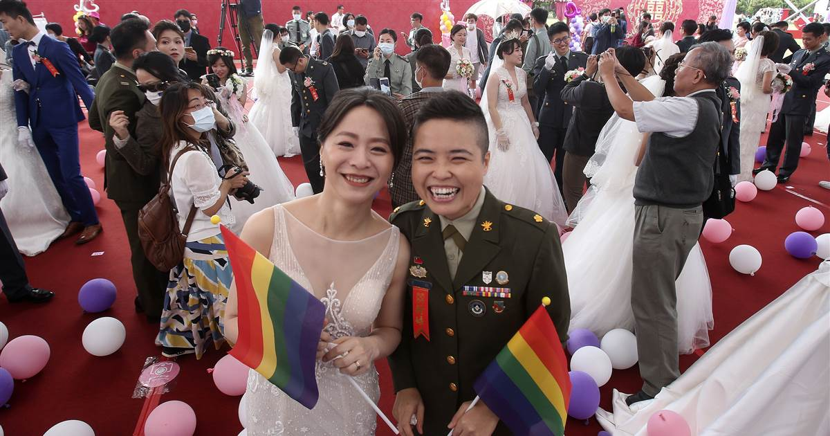 Two lesbian couples marry in mass wedding held by Taiwan's military