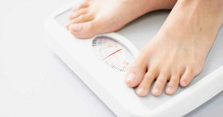 Losing a few pounds 'nearly halves' risk of diabetes