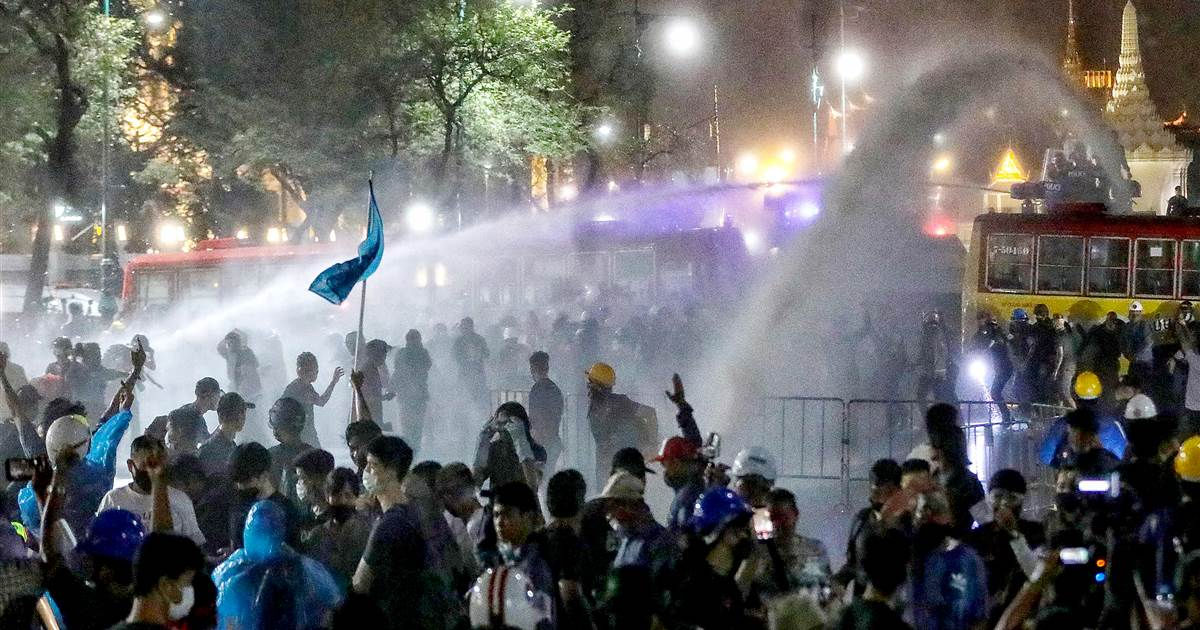 Police use water cannons on protesters trying to deliver letters about Thai King
