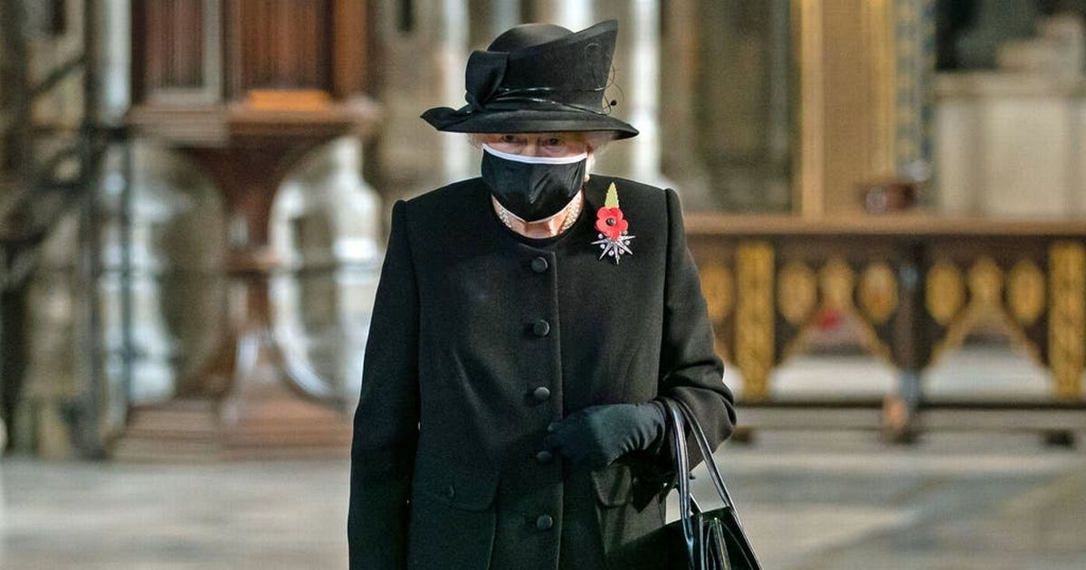 Queen wears face mask in public for first time for poignant ceremony